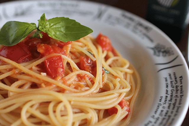 フレッシュトマトとバジルのスパゲティ